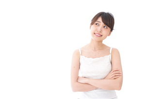 腕を組む美容女性の写真素材 [FYI04707981]