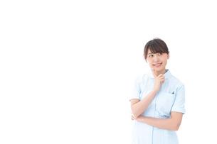 悩む看護師の写真素材 [FYI04708051]