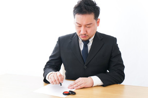 Businessman at officeの写真素材 [FYI04708535]