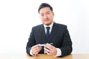 勉強するビジネスマンの写真素材 [FYI04708571]