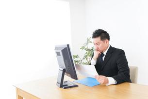 Businessman at officeの写真素材 [FYI04708677]