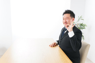 Businessman at officeの写真素材 [FYI04708748]