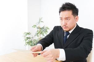 Businessman at officeの写真素材 [FYI04708760]