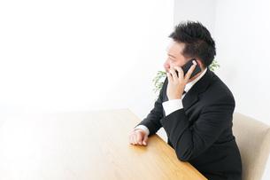 Businessman at officeの写真素材 [FYI04708773]