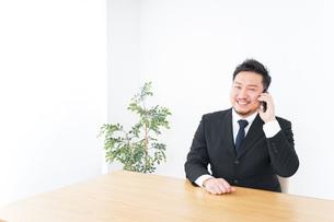 Businessman at officeの写真素材 [FYI04708779]