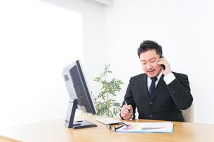 Businessman at officeの写真素材 [FYI04708791]