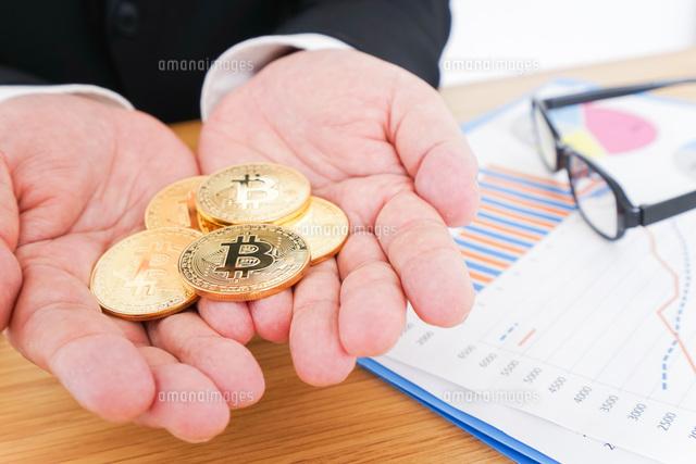 ビットコイン・仮想通貨取引の写真素材 [FYI04708807]