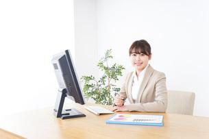 働く女性の写真素材 [FYI04708982]