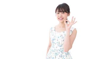 笑顔の若い美人女性の写真素材 [FYI04709017]