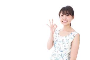 笑顔の若い美人女性の写真素材 [FYI04709019]