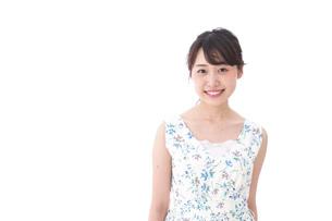 笑顔の若い美人女性の写真素材 [FYI04709028]