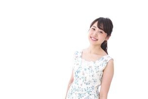 笑顔の若い美人女性の写真素材 [FYI04709029]