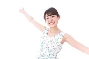 笑顔の若い美人女性の写真素材 [FYI04709032]