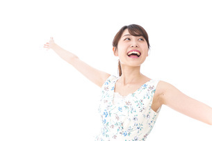 Beautiful young woman with smileの写真素材 [FYI04709042]