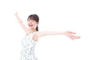 笑顔の若い美人女性の写真素材 [FYI04709049]