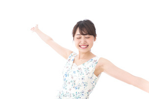 Beautiful young woman with smileの写真素材 [FYI04709054]