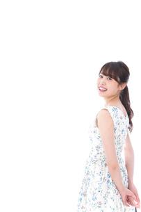 笑顔の若い美人女性の写真素材 [FYI04709066]