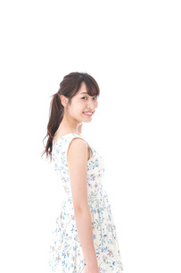 Beautiful young woman with smileの写真素材 [FYI04709077]