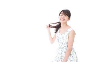 笑顔の若い美人女性の写真素材 [FYI04709088]