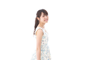 Beautiful young woman with smileの写真素材 [FYI04709091]