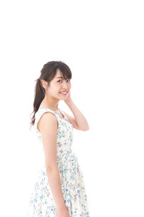 Beautiful young woman with smileの写真素材 [FYI04709092]