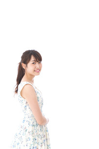 Beautiful young woman with smileの写真素材 [FYI04709093]