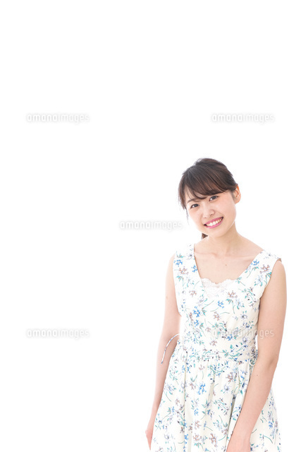 Beautiful young woman with smileの写真素材 [FYI04709094]