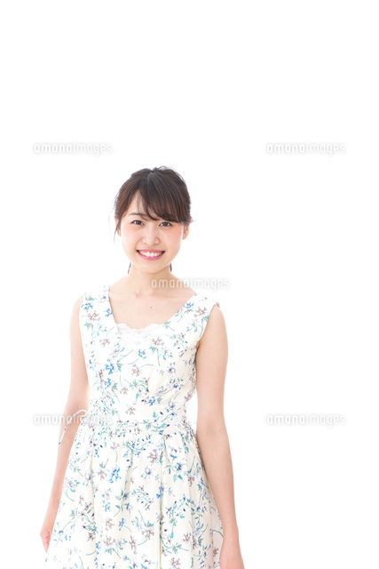 Beautiful young woman with smileの写真素材 [FYI04709096]