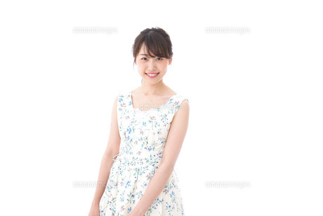 Beautiful young woman with smileの写真素材 [FYI04709097]