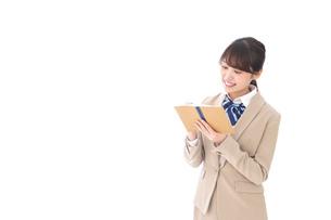ノートを取る学生の写真素材 [FYI04709479]