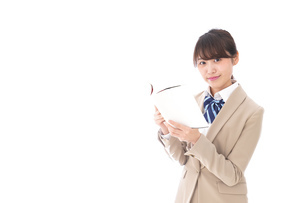読書をする制服姿の学生の写真素材 [FYI04709523]