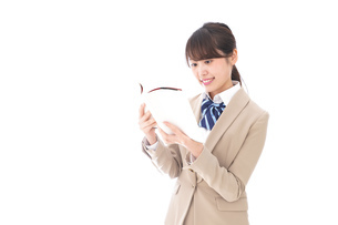 読書をする制服姿の学生の写真素材 [FYI04709525]