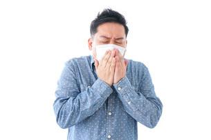 風邪をひいた男性の写真素材 [FYI04709852]