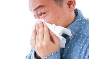 花粉症の男性の写真素材 [FYI04709869]