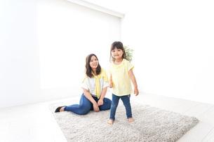 お母さんと子どもの写真素材 [FYI04710219]