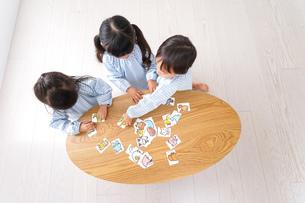 保育園で遊ぶ子どもの写真素材 [FYI04710410]