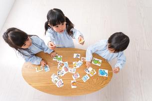 保育園で遊ぶ子どもの写真素材 [FYI04710416]