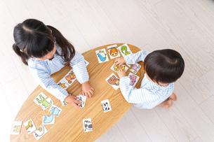 保育園で遊ぶ子どもの写真素材 [FYI04710424]
