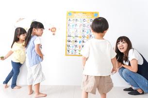 子供の英語教室の写真素材 [FYI04710483]
