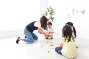 子供の英語教室の写真素材 [FYI04710487]