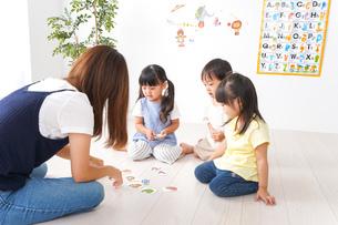 子供の英会話教室の写真素材 [FYI04710504]