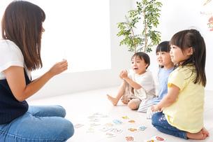 子供の英会話教室の写真素材 [FYI04710514]
