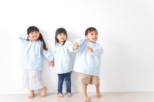 幼稚園で遊ぶ子どもの写真素材 [FYI04710537]