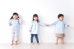 保育園で遊ぶ子どもの写真素材 [FYI04710543]