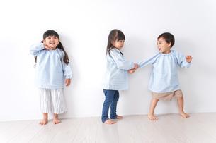 保育園で遊ぶ子どもの写真素材 [FYI04710546]