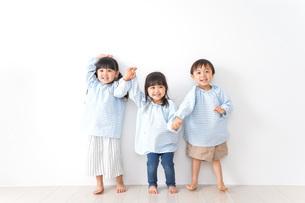 幼稚園で遊ぶ子どもの写真素材 [FYI04710557]