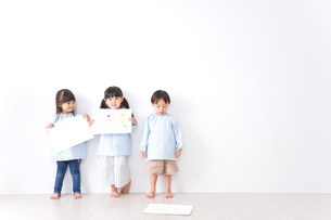 保育園で遊ぶ子どもの写真素材 [FYI04710581]