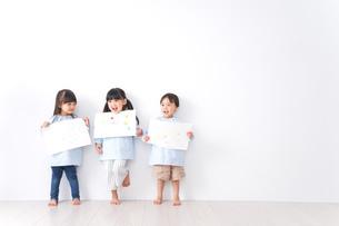 保育園で遊ぶ子どもの写真素材 [FYI04710587]
