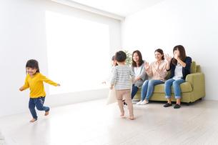 ママ友と子どもたちの写真素材 [FYI04710724]