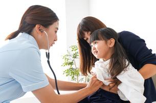 予防接種を受ける子どもの写真素材 [FYI04710860]